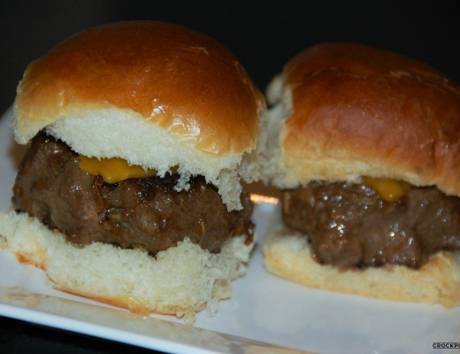 The most juicy and flavorful burgers and cheeseburgers grilling at home